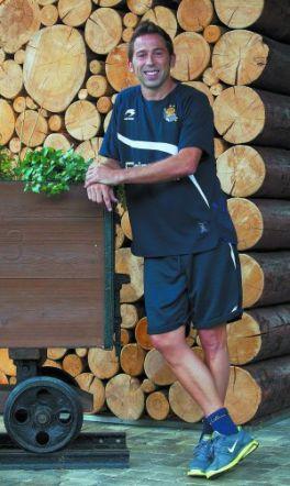 Raúl Tamudo: «Nunca prometo una cifra de goles, pero ojalá aquí meta mil»